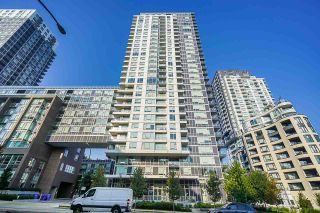 "Photo 2: 751 5515 BOUNDARY Road in Vancouver: Collingwood VE Condo for sale in ""WALL CENTRE - CENTRAL PARK"" (Vancouver East)  : MLS®# R2496450"