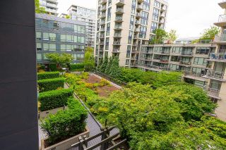 """Photo 11: 528 1783 MANITOBA Street in Vancouver: False Creek Condo for sale in """"Residences at West"""" (Vancouver West)  : MLS®# R2595306"""