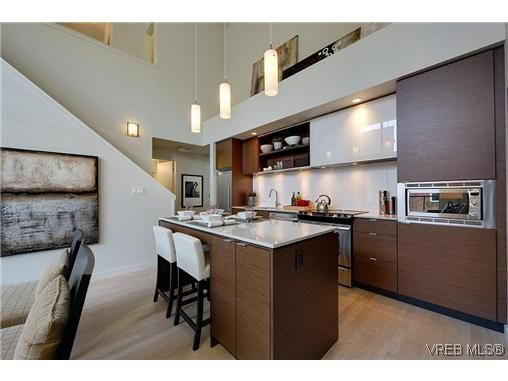Main Photo: 402 601 Herald St in VICTORIA: Vi Downtown Condo for sale (Victoria)  : MLS®# 638675