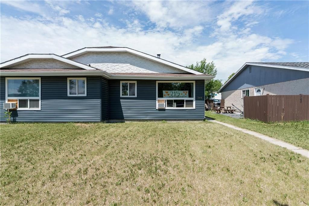 Photo 2: Photos: 749 Adsum Drive in Winnipeg: Maples Residential for sale (4H)  : MLS®# 202110731