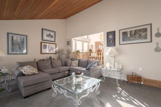 Photo 3: 1240 JUDD Road in Squamish: Brackendale House for sale : MLS®# R2444989