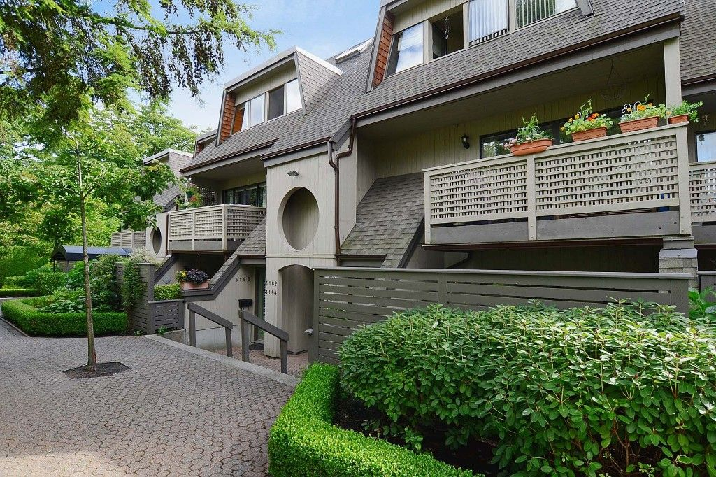 Main Photo: 3176 Mtn Highway in : Lynn Valley Townhouse for sale (North Vancouver)  : MLS®# V970809