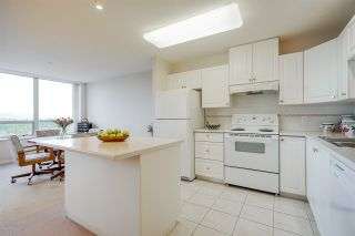 """Photo 8: 1803 612 SIXTH Street in New Westminster: Uptown NW Condo for sale in """"The Woodward"""" : MLS®# R2545610"""