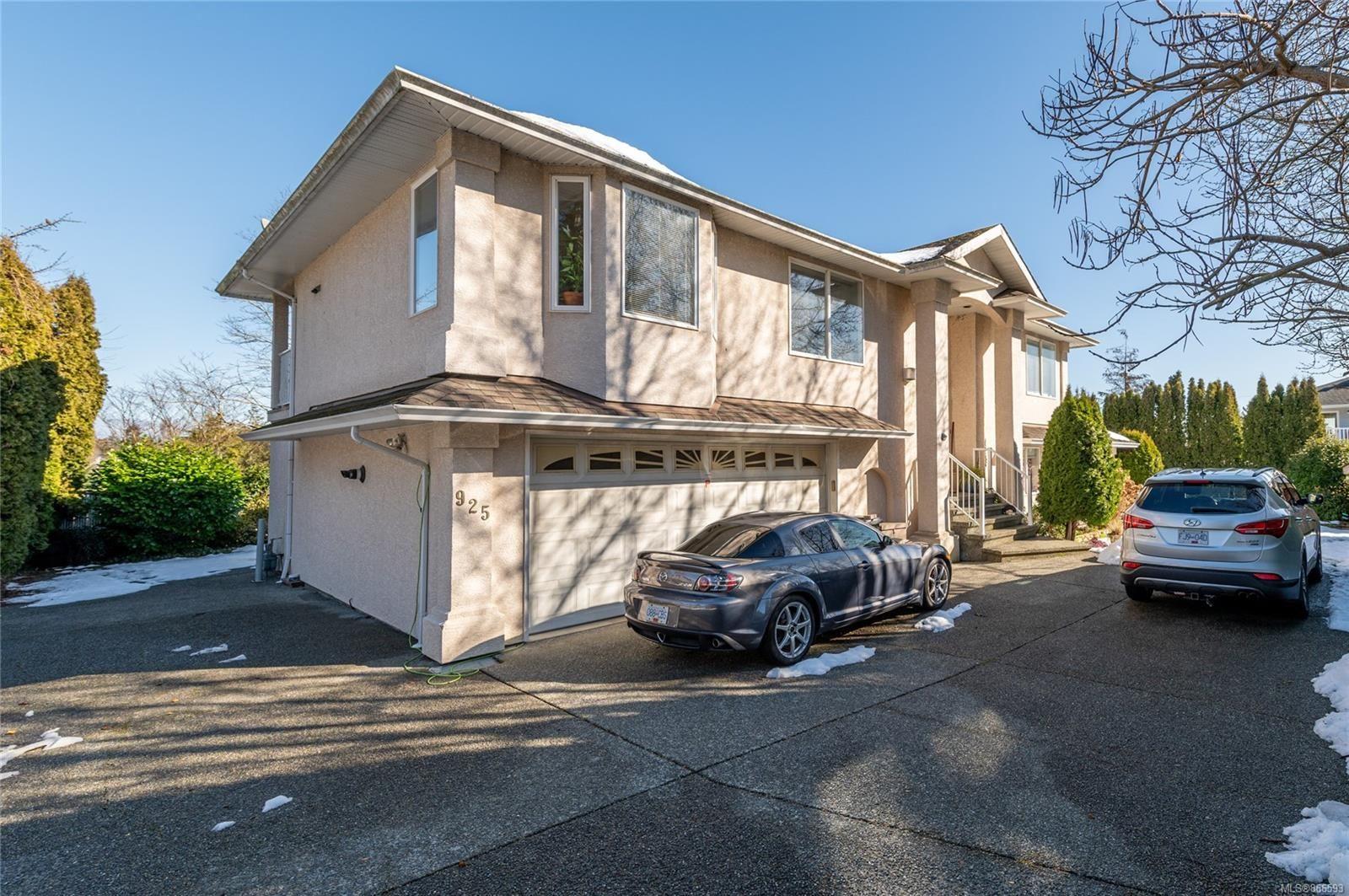 Main Photo: 925 E Garthland Pl in : Es Kinsmen Park House for sale (Esquimalt)  : MLS®# 866593