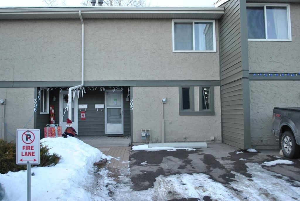 Main Photo: 305 6223 31 Avenue NW in Calgary: Bowness Row/Townhouse for sale : MLS®# A1058321