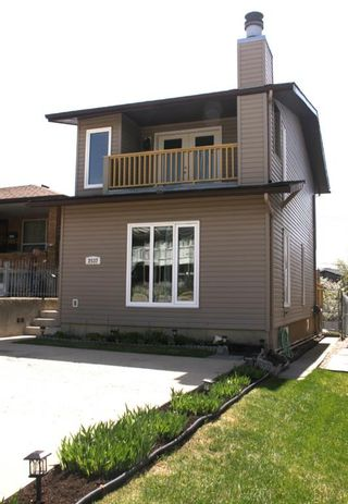 Photo 1: 2537 9 Avenue SE in Calgary: Albert Park/Radisson Heights Detached for sale : MLS®# A1108425