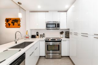 """Photo 2: 404 733 W 3RD Street in North Vancouver: Harbourside Condo for sale in """"The Shore"""" : MLS®# R2603581"""