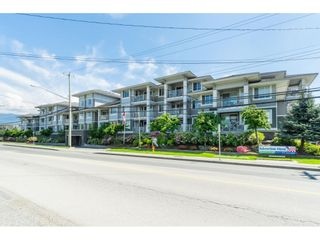"Photo 1: 114 46262 FIRST Avenue in Chilliwack: Chilliwack E Young-Yale Condo for sale in ""The Summit"" : MLS®# R2456809"