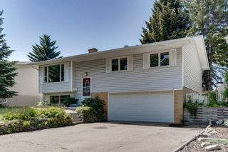 Photo 2: 5011 Vienna Drive NW in Calgary: Varsity Detached for sale : MLS®# A1130338