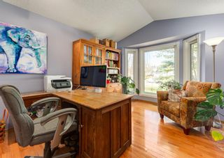 Photo 18: 143 Douglasbank Drive SE in Calgary: Douglasdale/Glen Detached for sale : MLS®# A1137861