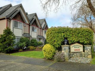 Photo 1: 2 2828 Shelbourne St in : Vi Oaklands Row/Townhouse for sale (Victoria)  : MLS®# 866174