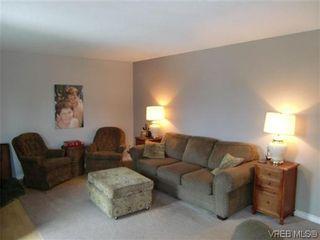 Photo 5: 589 Hansen Ave in VICTORIA: La Thetis Heights Half Duplex for sale (Langford)  : MLS®# 578189