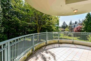 """Photo 30: 203 1705 MARTIN Drive in Surrey: Sunnyside Park Surrey Condo for sale in """"Southwynd"""" (South Surrey White Rock)  : MLS®# R2576884"""