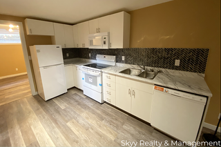 Photo 1: 5623 142 Ave in Edmonton: House for rent
