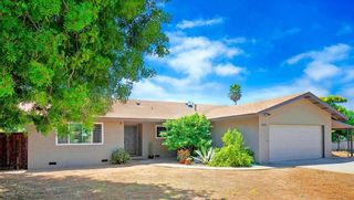 Photo 4: OCEANSIDE House for sale : 3 bedrooms : 1675 Avocado