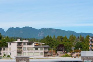 """Photo 3: 505 2135 ARGYLE Avenue in West Vancouver: Dundarave Condo for sale in """"THE CRESCENT"""" : MLS®# R2620347"""