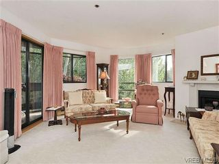 Photo 2: 414 1560 Hillside Ave in VICTORIA: Vi Oaklands Condo for sale (Victoria)  : MLS®# 620343