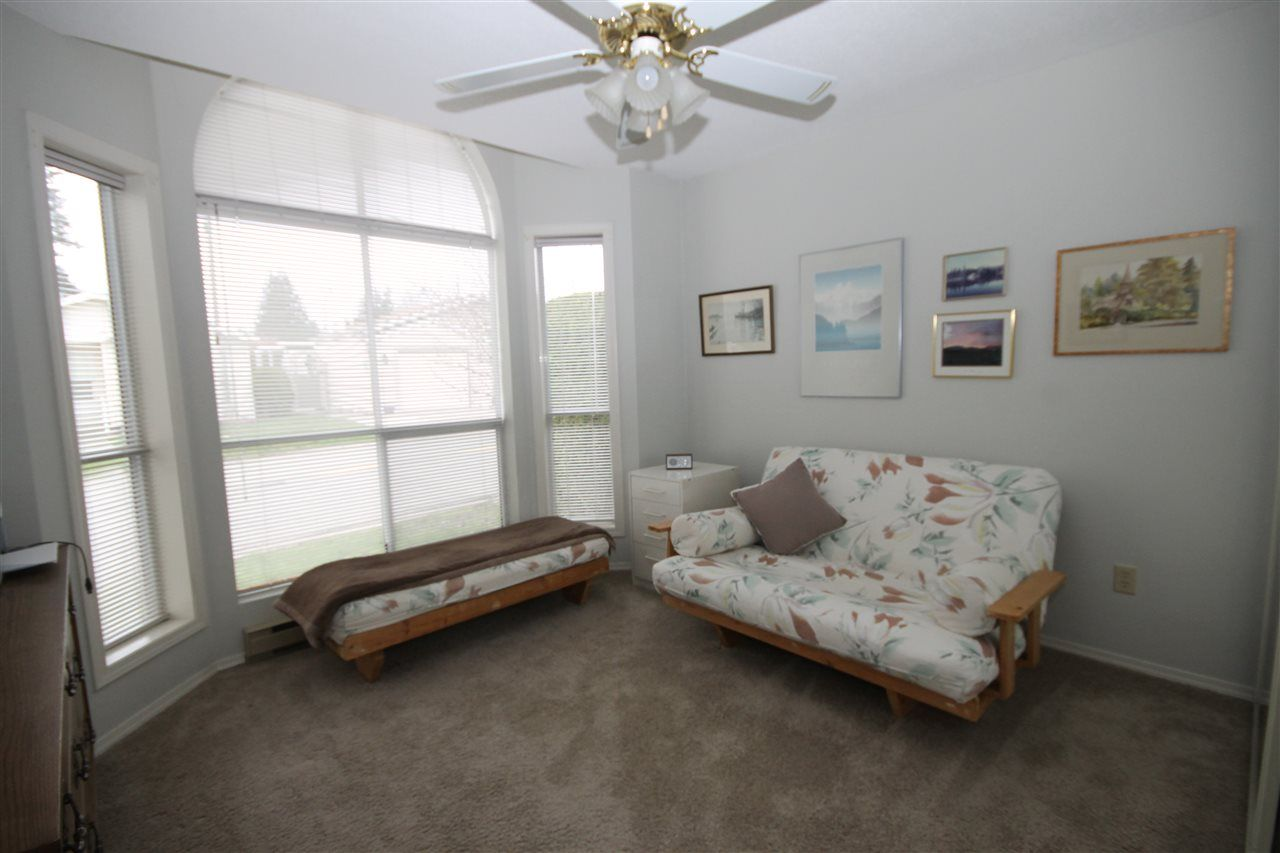 """Photo 13: Photos: 69 2345 CRANLEY Drive in Surrey: King George Corridor Manufactured Home for sale in """"La Mesa"""" (South Surrey White Rock)  : MLS®# R2153099"""
