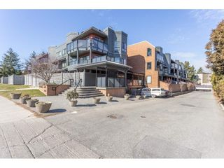 """Photo 1: 307 1830 E SOUTHMERE Crescent in Surrey: Sunnyside Park Surrey Condo for sale in """"Southmere Mews"""" (South Surrey White Rock)  : MLS®# R2466691"""