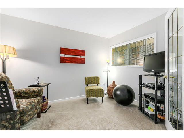 """Photo 11: Photos: 214 2250 SE MARINE Drive in Vancouver: Fraserview VE Condo for sale in """"WATERSIDE"""" (Vancouver East)  : MLS®# V1103977"""