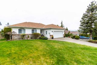 """Photo 3: 5411 ALPINE Crescent in Chilliwack: Promontory House for sale in """"PROMONTORY"""" (Sardis)  : MLS®# R2562813"""