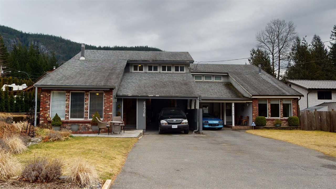 Main Photo: 41778 GOVERNMENT Road in Squamish: Brackendale House for sale : MLS®# R2553534