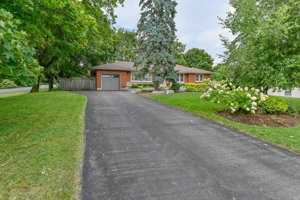 Main Photo: 39 Maple Avenue in Flamborough: House for sale : MLS®# H4063672