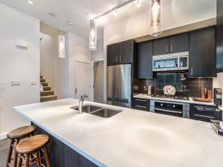 """Photo 9: TH5 619 FIFTH Avenue in New Westminster: Uptown NW Townhouse for sale in """"VICEROY"""" : MLS®# R2593947"""