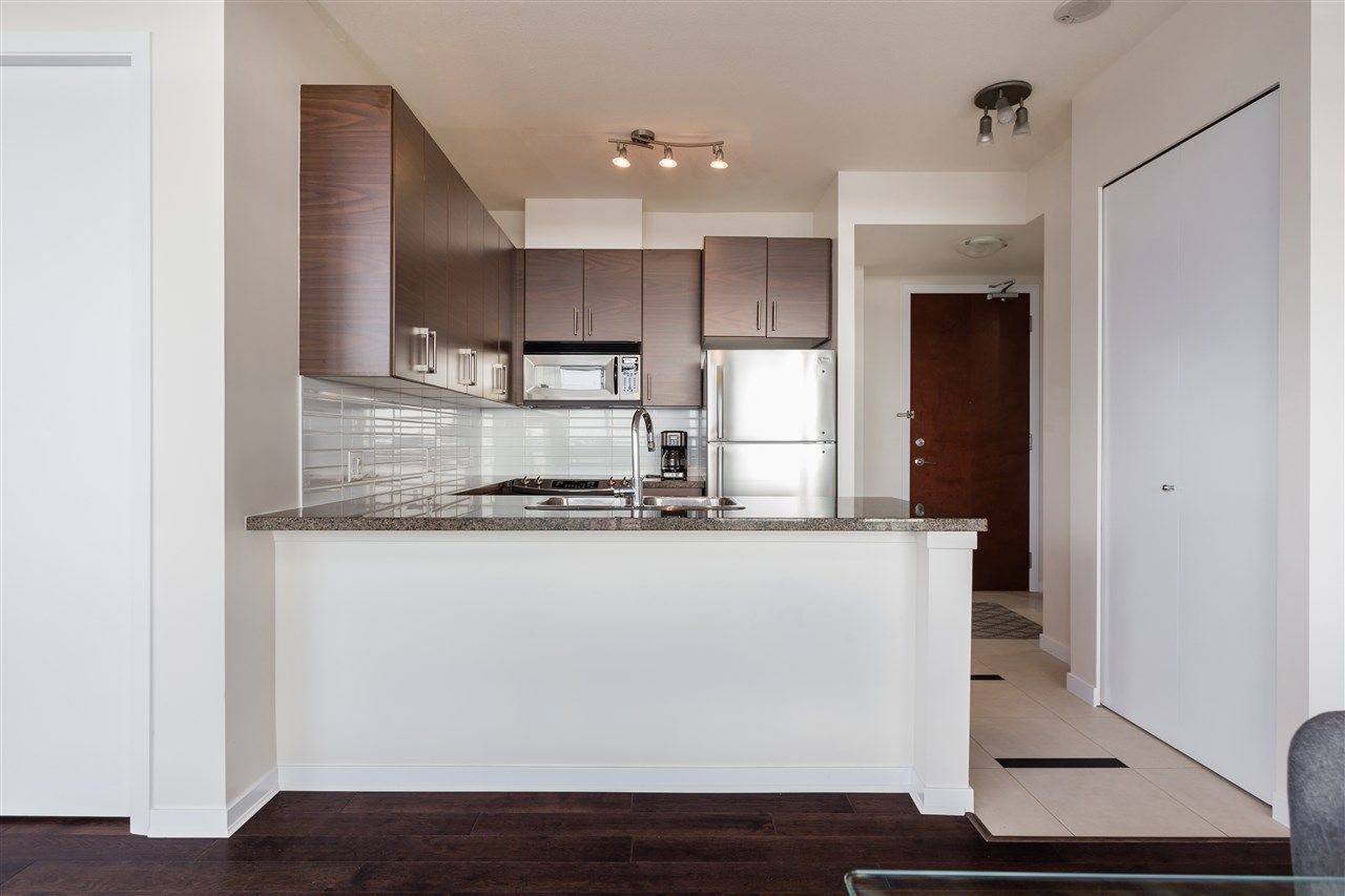 """Photo 5: Photos: 1704 2345 MADISON Avenue in Burnaby: Brentwood Park Condo for sale in """"OMA"""" (Burnaby North)  : MLS®# R2302453"""