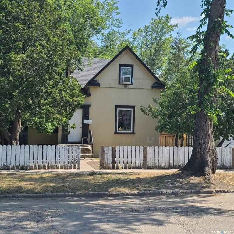 Main Photo: 214 I Avenue South in Saskatoon: Riversdale Residential for sale : MLS®# SK862745