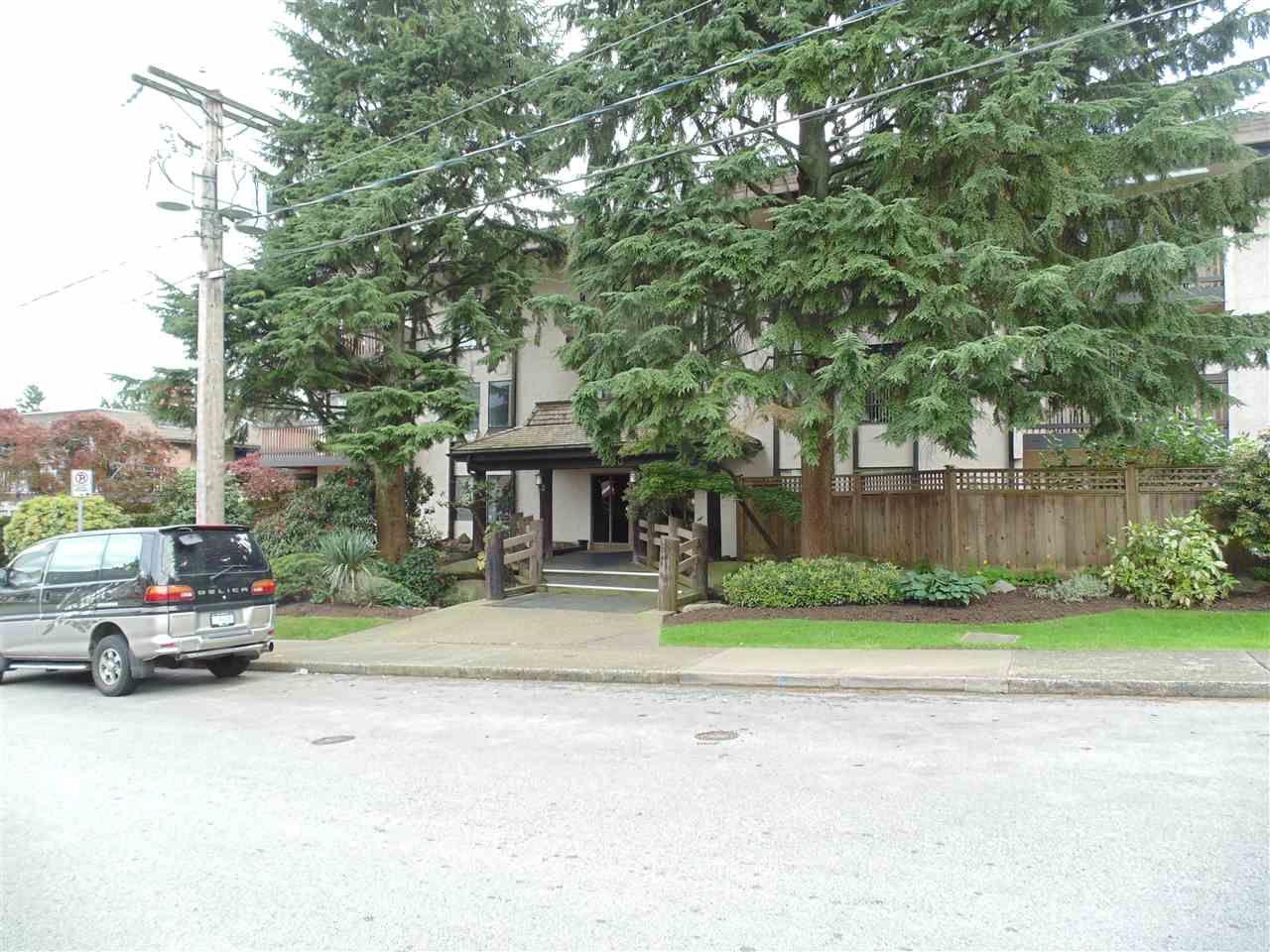 "Main Photo: 305 330 CEDAR Street in New Westminster: Sapperton Condo for sale in ""Crestwood Cedars"" : MLS®# R2059747"