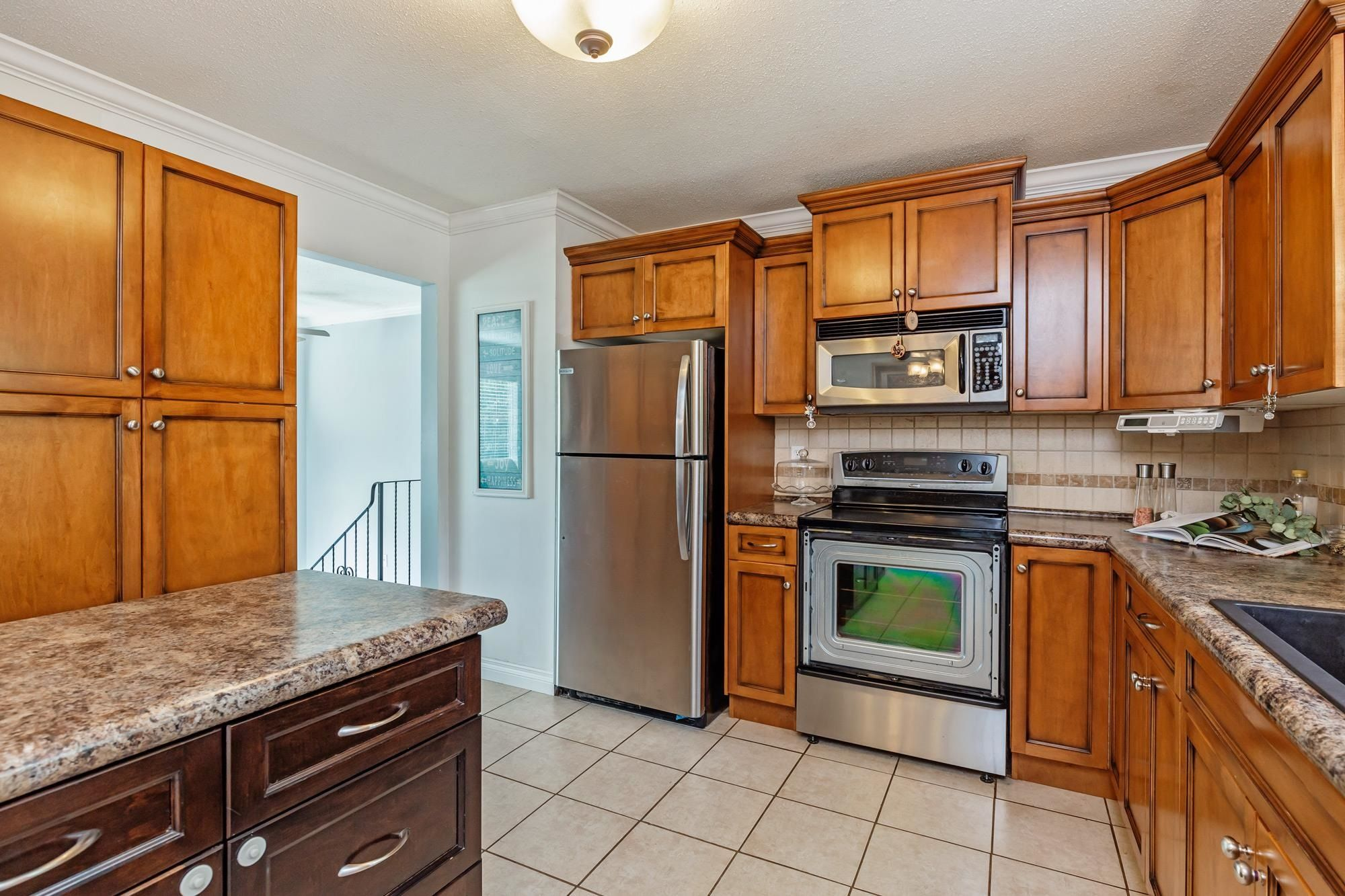 Photo 11: Photos: 32319 ATWATER Crescent in Abbotsford: Abbotsford West House for sale : MLS®# R2609136