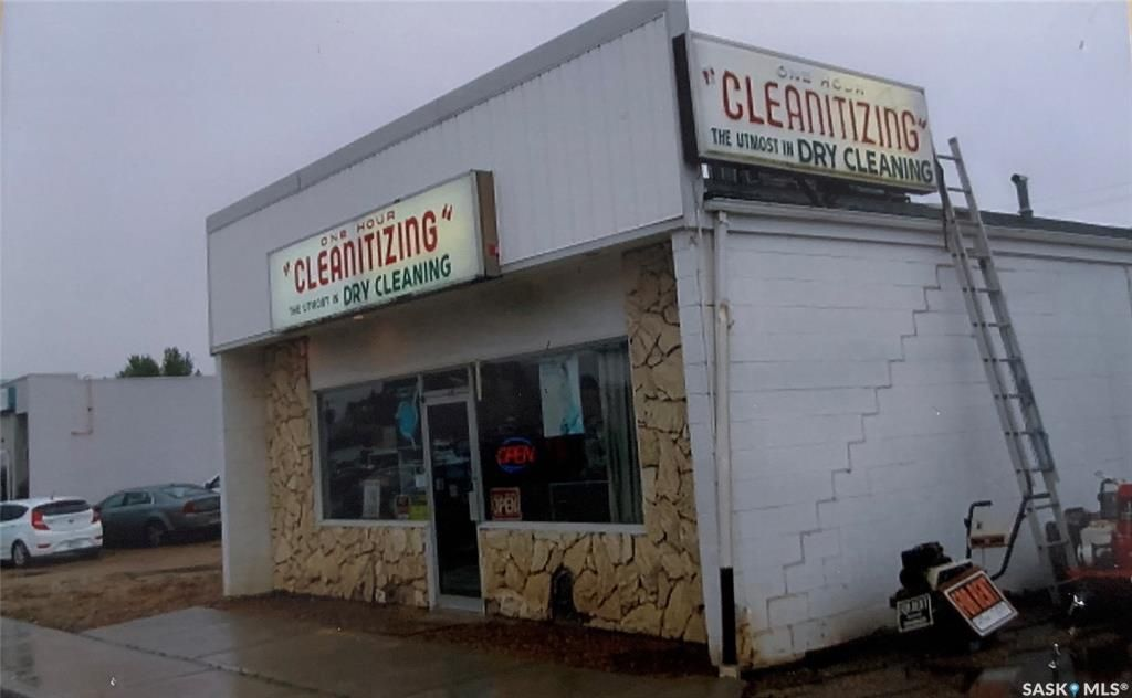 Main Photo: 804 Main Street in Melfort: Commercial for sale : MLS®# SK871101