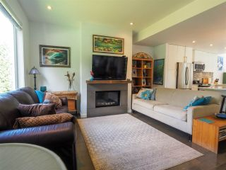 """Photo 5: 1 41488 BRENNAN Road in Squamish: Brackendale Townhouse for sale in """"Rivendale"""" : MLS®# R2485406"""