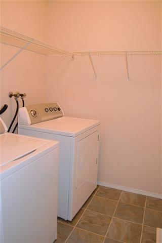 Photo 13: 21118 92A AV NW: Edmonton House for sale : MLS®# E4106564