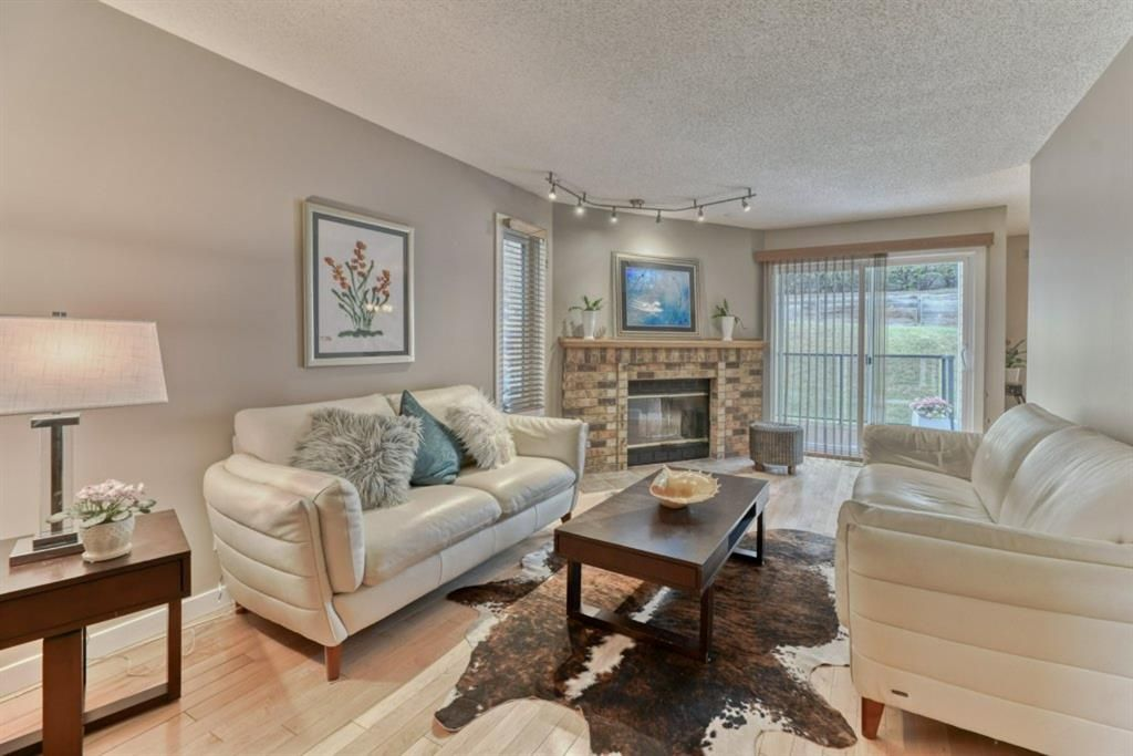 Main Photo: 85 Coachway Gardens SW in Calgary: Coach Hill Row/Townhouse for sale : MLS®# A1110212