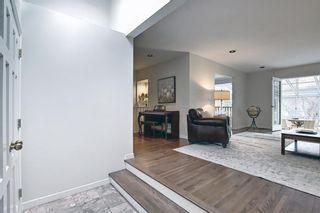 Photo 5: 382 Wildwood Drive SW in Calgary: Wildwood Detached for sale : MLS®# A1094301