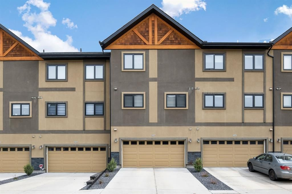 Main Photo: 407 Valley Ridge Manor NW in Calgary: Valley Ridge Row/Townhouse for sale : MLS®# A1112573