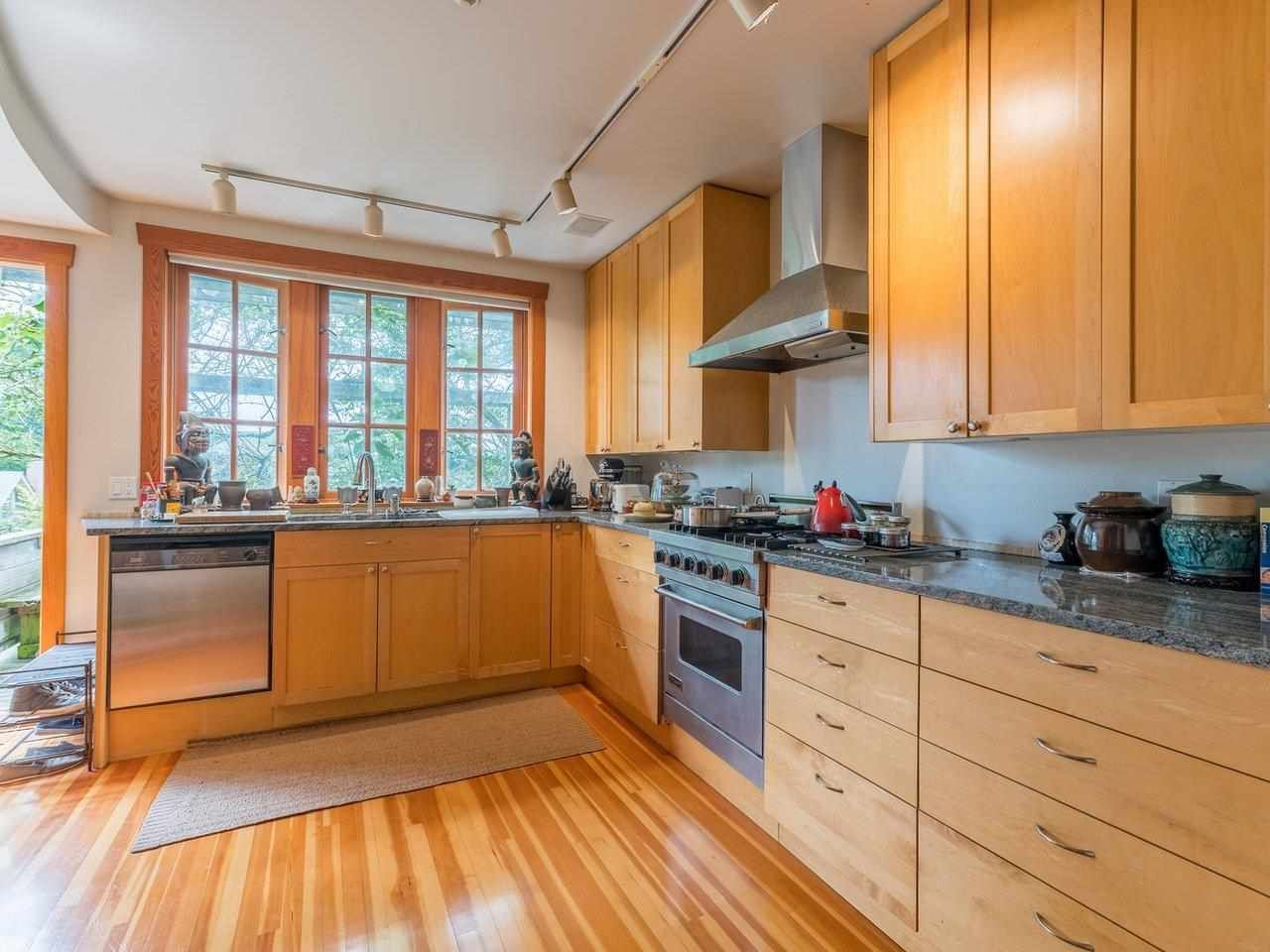 Photo 8: Photos: 2556 W 2ND Avenue in Vancouver: Kitsilano House for sale (Vancouver West)  : MLS®# R2593228