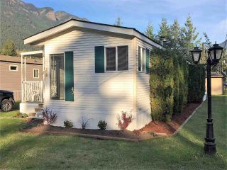 "Photo 2: 42 65367 KAWKAWA LAKE Road in Hope: Hope Kawkawa Lake Manufactured Home for sale in ""CRYSTAL RIVER COURT"" : MLS®# R2402405"