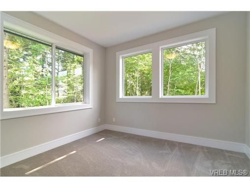 Photo 17: Photos: 111 Parsons Rd in VICTORIA: VR Six Mile House for sale (View Royal)  : MLS®# 684415