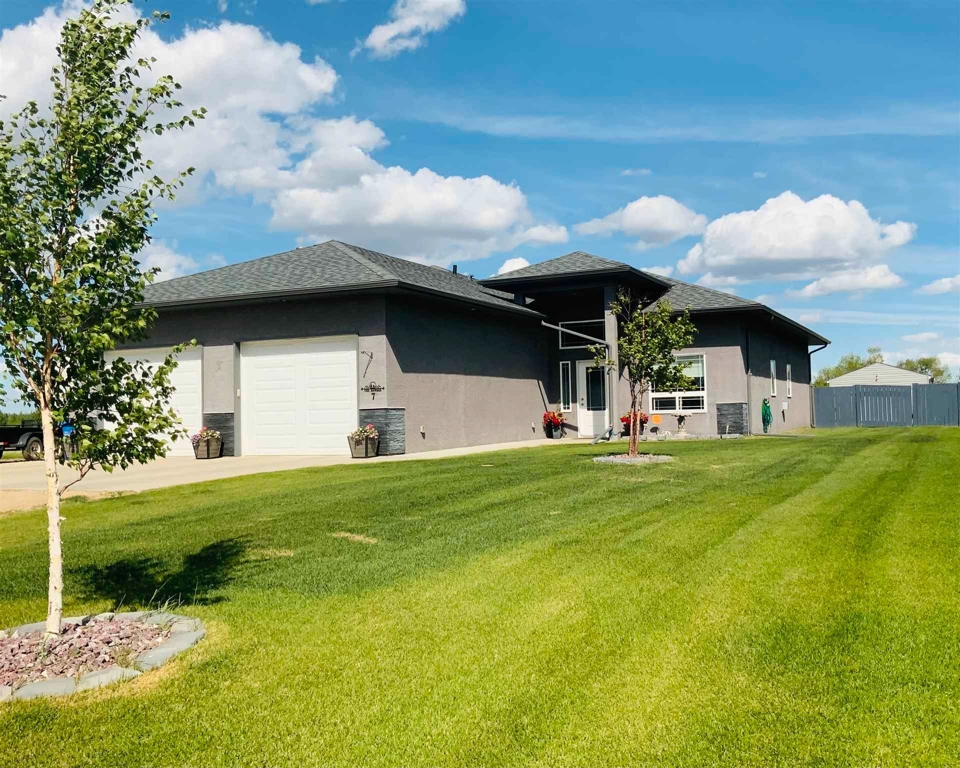 Main Photo: 7 Evergreen Close: Wetaskiwin House for sale : MLS®# E4230056