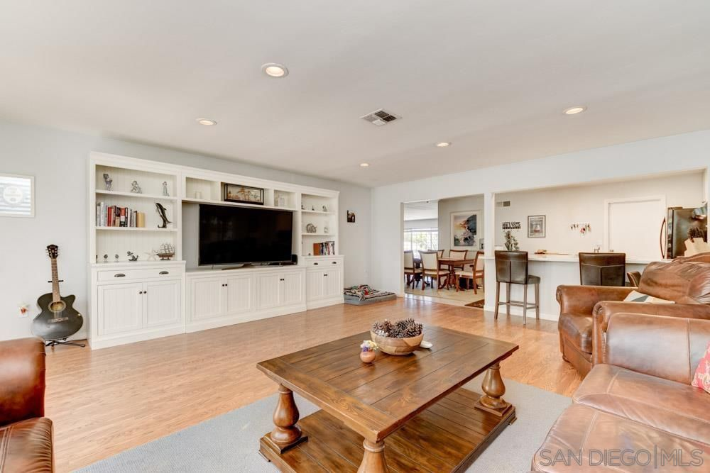 Main Photo: IMPERIAL BEACH House for sale : 4 bedrooms : 1104 Thalia St in San Diego