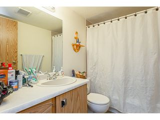 """Photo 13: 108 33850 FERN Street in Abbotsford: Central Abbotsford Condo for sale in """"Fernwood Manor"""" : MLS®# R2430522"""
