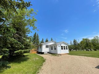 Photo 2: 31 Second Street West in Elma: Whitemouth Residential for sale (R18)  : MLS®# 202115929