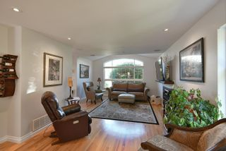 """Photo 8: 863 INGLIS Road in Gibsons: Gibsons & Area House for sale in """"Oceanmount"""" (Sunshine Coast)  : MLS®# R2618699"""