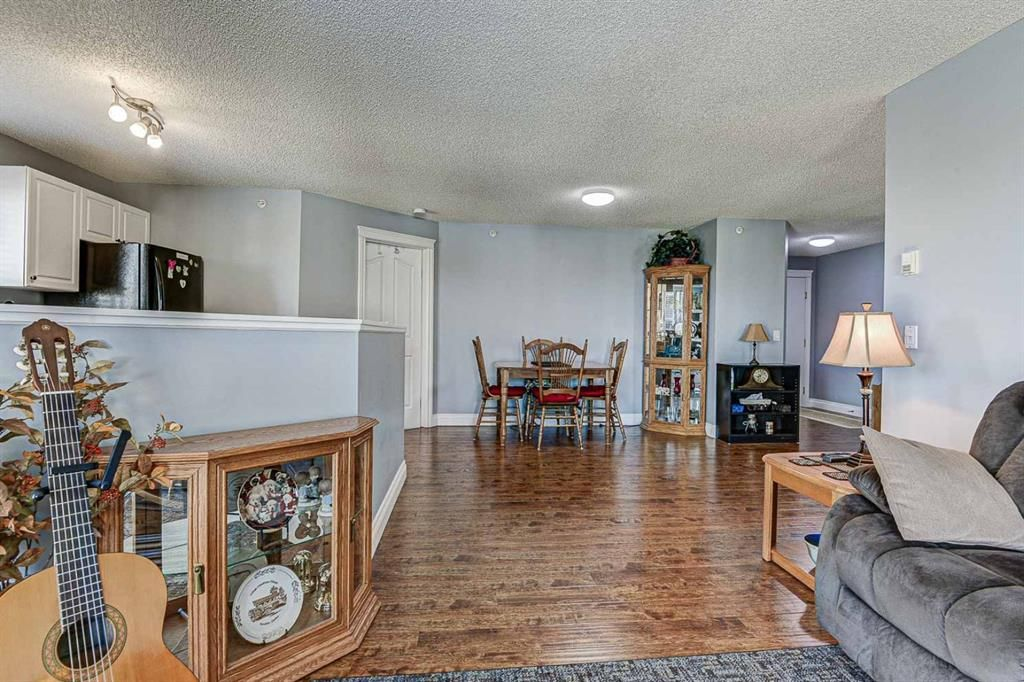 Photo 8: Photos: 414 6000 Somervale Court SW in Calgary: Somerset Apartment for sale : MLS®# A1126946