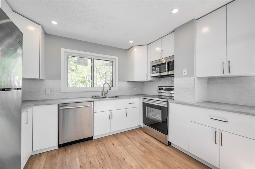 Main Photo: 97 FALSHIRE Terrace NE in Calgary: Falconridge Row/Townhouse for sale : MLS®# A1046001