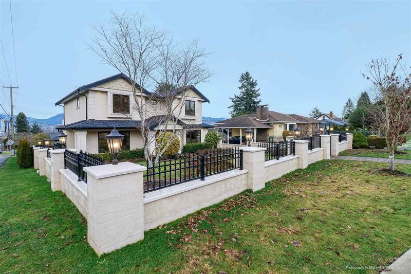 FEATURED LISTING: 4707 BUXTON Street Burnaby
