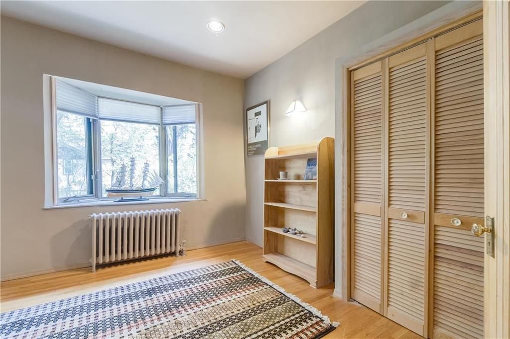 Photo 18: Photos: 906 North Drive in Winnipeg: East Fort Garry Residential for sale (1J)  : MLS®# 202116251